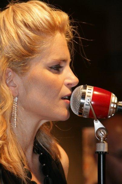 Carmen Nikol, cantante, presentadora, Ingeniero Técnico Agrícola, Interviewer,... si quieres saber más, pulsa en los vínculos en www.entrevisttas.com
